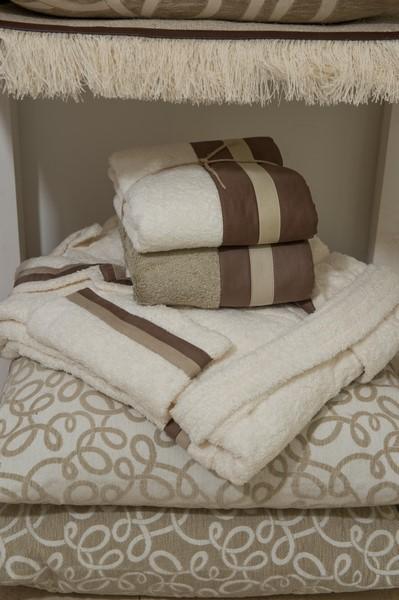 Asciugamani teli da bagno e accappatoi per il bagno - Asciugamani bagno firmati ...